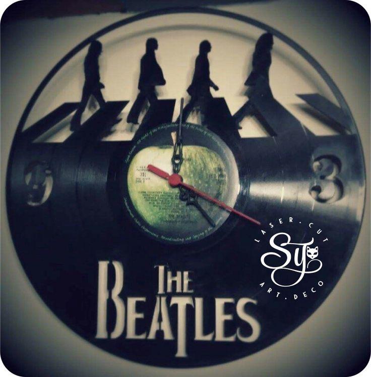 Con miedo, con expectativas y con mucha alegría se creó el primer #reloj en #DiscoLP en Stencily, el cual fue este precioso, que les presento a continuación! #RockandRoll.  Estás son las siluetas exactas de los integrantes de #TheBeatles del álbum #AbbeyRoad de 1969.