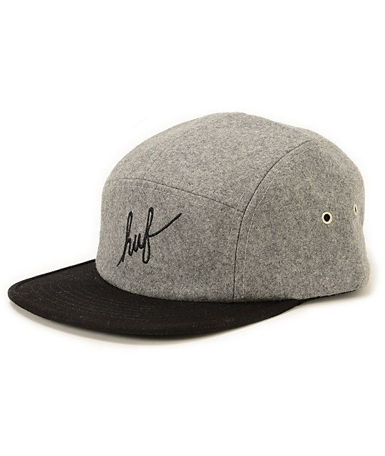 """A soft wool blended design provides great comfort in a two tone look with a black """"huf"""" script embroidered at the front and a plastic clip sizing piece."""
