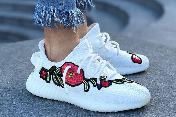 Yeezys: Schaut euch diese bestickte Version von Kanye Wests Sneakern an