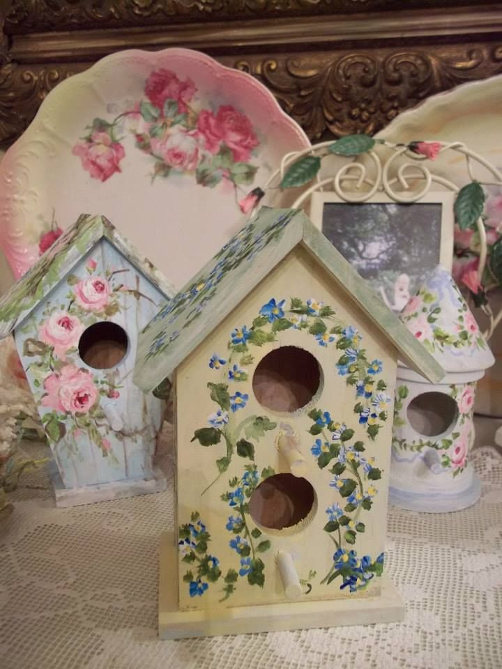 Love the roses painted on birdhouse