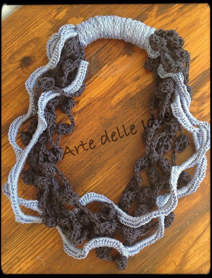Collana in cotone lavorata a crochet  interamente realizzata a mano.