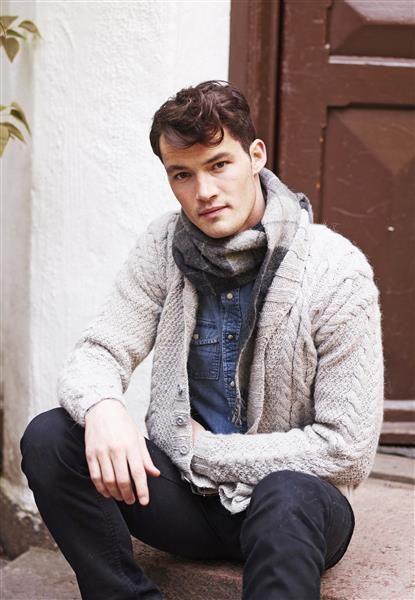 1411: Modell 1 Herrejakke med fletter #alpakka #strikk #knit
