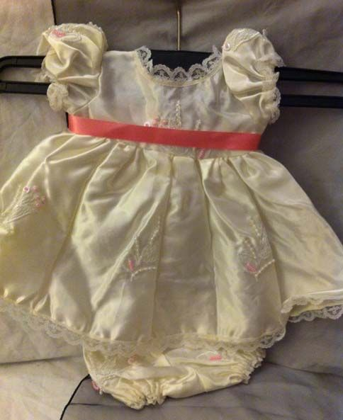 Baby/Girl outfit with pink bow - this item has gone to a new home...
