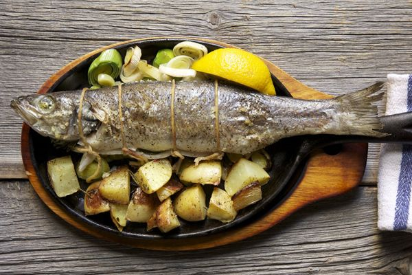 Fish with scallions and potatoes