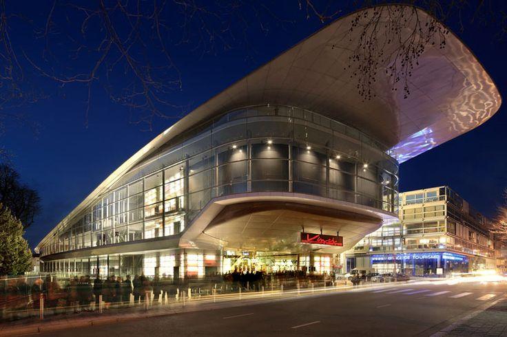 Avis à tous les fans d'e-Sport. Tours Evénements vient d'annoncer qu'après l'édition du mois de Mai dernier qui a rassemblé plus de 7500 participants le temps d'un week end, une édition 2016 de DreamHack Tours aura lieu l'année prochaine. Les organisateur ont annoncé que l'évènement se tiendra du samedi 14 au lundi 16 mai 2016 au Vinci Centre International de Congrès de Tours.
