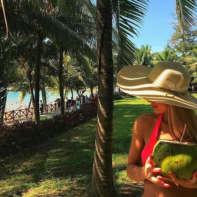 Shout out to @a.batishcheva for this cool picture of her enjoying the #Sanya life! 📷by @a.batishcheva