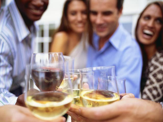 7 Tips for Your Engagement Party: Hosting the Party