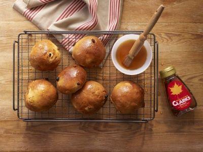 Maple Golden Sultana Bun recipe - ClarksIt