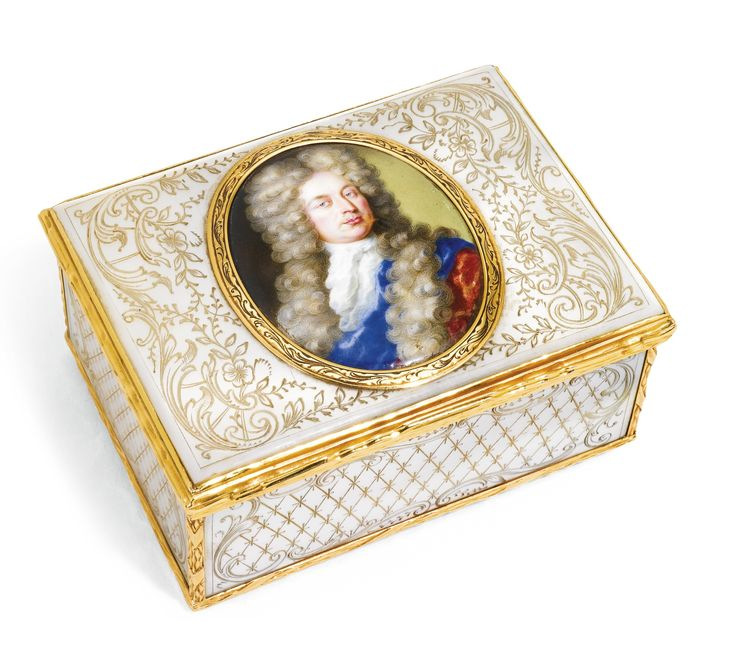 116 best boxes and tea caddies images on pinterest porcelain cigarette case and jewel box. Black Bedroom Furniture Sets. Home Design Ideas