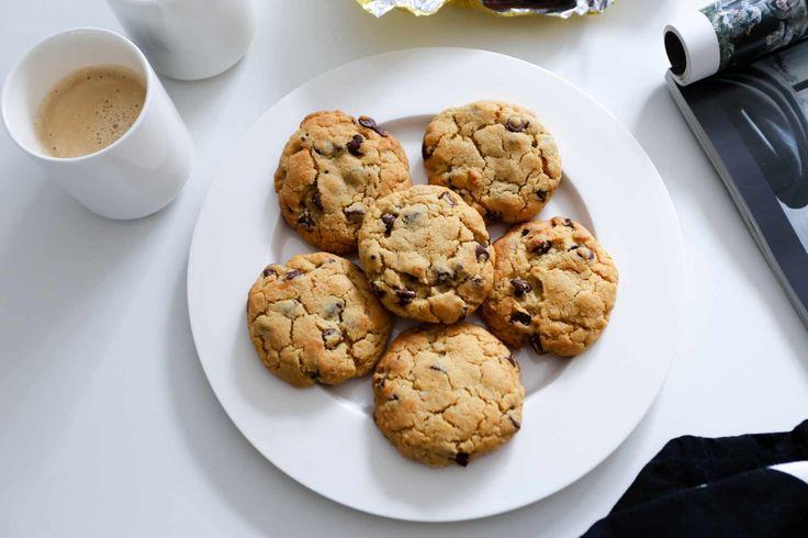 Oh myyy! I går bakte jeg de beste cookisene jeg noen gang har smakt. Ever! De ble helt farlig gode, og jeg gleder meg til familien skal få smake senere i dag :-) Jeg kaller disse «amerikanske cookies» fordi de minner meg så innmari om de jeg kjøper i USA. Seige og skikkelig gode! THE …
