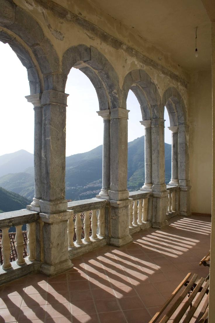 Affacciati sul Mondo dal loggiato #invasionidigitali Palazzo Rinascimentale Aieta