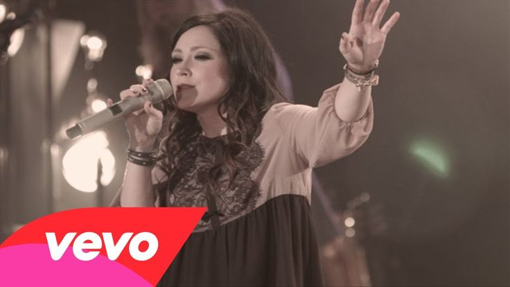 Kari Jobe - Forever (Live)  Yes Jesus, Love has a name! beautifully filled with the holy spirit!
