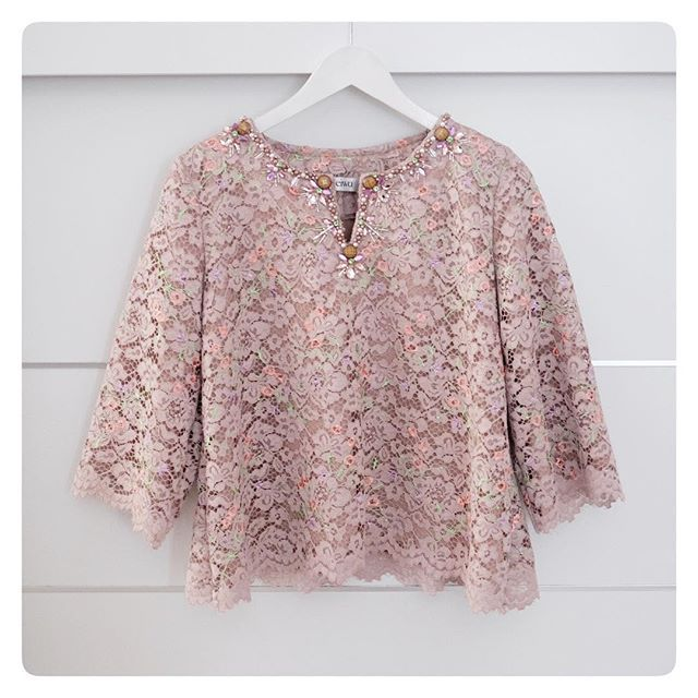 SOLD OUT TOP0193 (Brown) Bust 96cm Length 55cm Sleeve 40cm wide with Lining For more details and price please contact us :) -- *Colors may appear slightly different due to lighting during photoshoot, pc/smartphone picture resolution, or individual monitor setting.