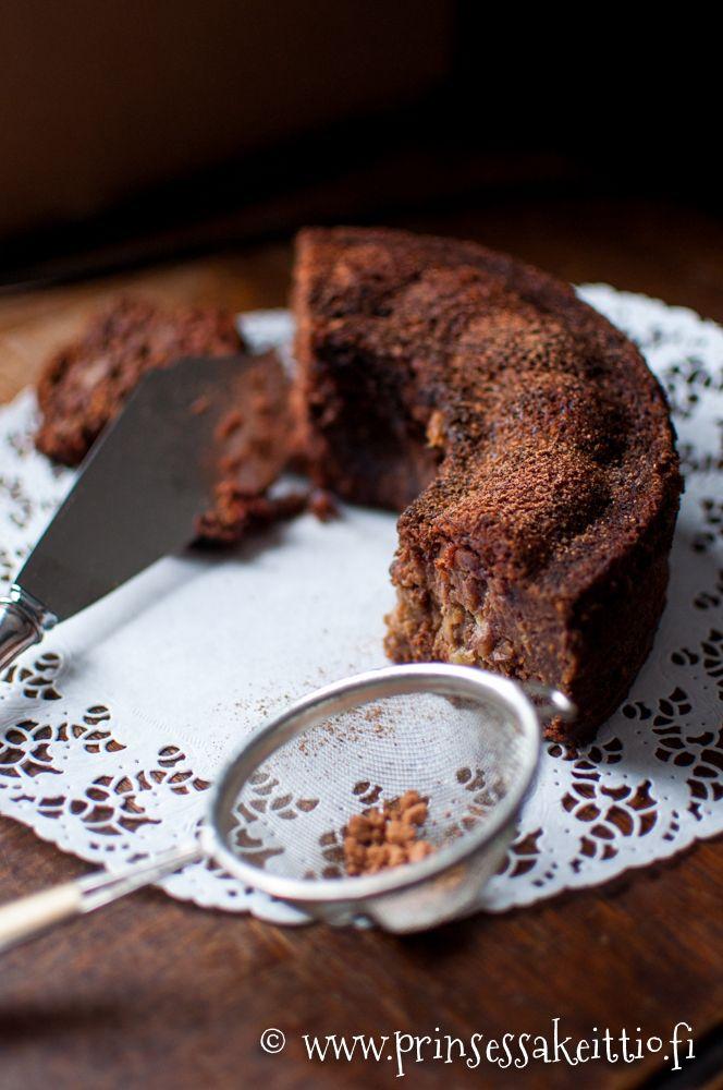 Prinsessakeittiö: Sokeriton ja vehnätön banaani-taateli-suklaakakku