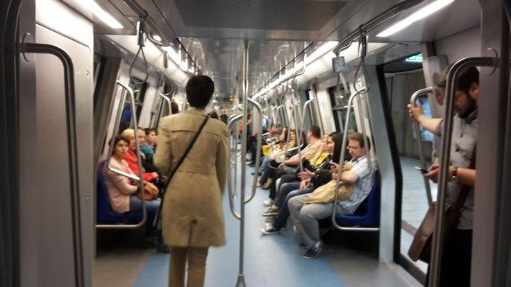 Incident revoltător la metrou: bărbat cu handicap, agresat de un agent de pază din tren