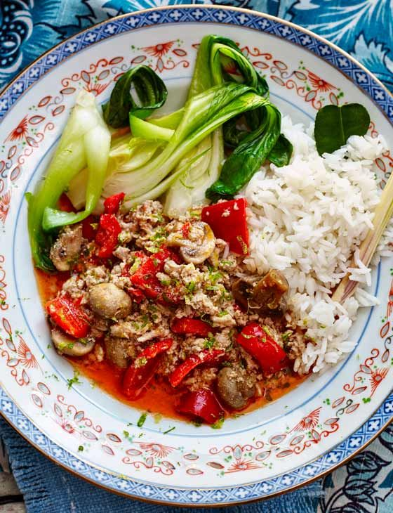 Thai turkey mince with aromatic rice and wilted greens - a colourful bowl for dinner tonight!
