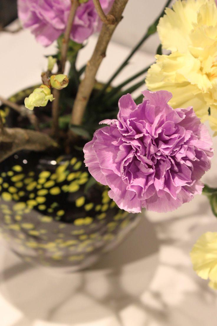 Sneak peak behind the scenes... Making of the ikebana exhibition. / Ikebana art in glass vases 1.-4.2.2018 at Galleria Mafka&Alakoski