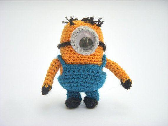 """Personaje de una de las series y películas más solicitadas y vistas por el género infantil. """"Despreciable Minion"""". Elaborada de manera artesanal en la técnica de crochet. Su medida de altura aproximada es de 6,5 cms."""