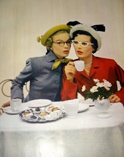 the clothes, the glasses, the hats, the cakes... tres chic!