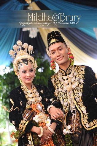 Google Image Result for http://poetrafoto.com/images/modules/album/foto-pernikahan-baju-adat-jawa-kanigaran-yogyakarta.jpg