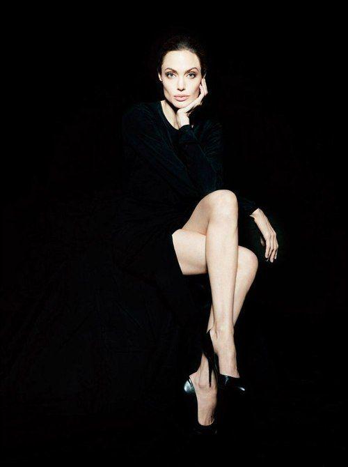 Angelina Jolie, great photo of the whole black background.