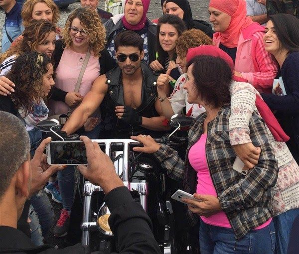 Gurmeet Choudhary mobbed by fans in Georgia!   http://spanishvillaentertainment.blogspot.in/2016/12/gurmeet-choudhary-mobbed-by-fans-in.html