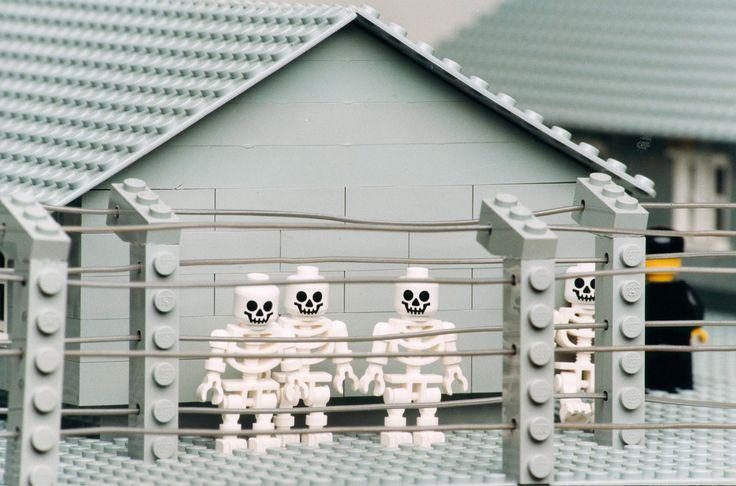 Les 6 Wereldwijsheid Zbigniew Libera's Lego Concentration Camp #lego #art