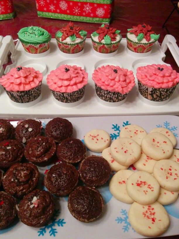 Christmas baking! Brownies with candy cane, shortbread cookies and cupcakes!