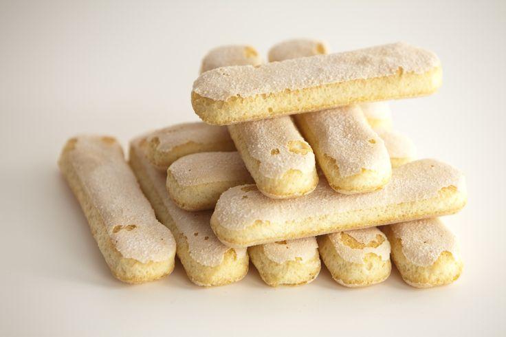 Il tutorial passo dopo passo per fare i biscotti savoiardi in casa
