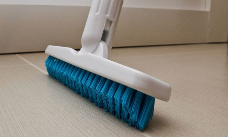 Nylon brush to remove grout