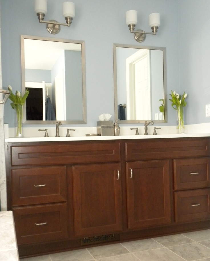 This vanity looks so crisp and clean with the contrast ...