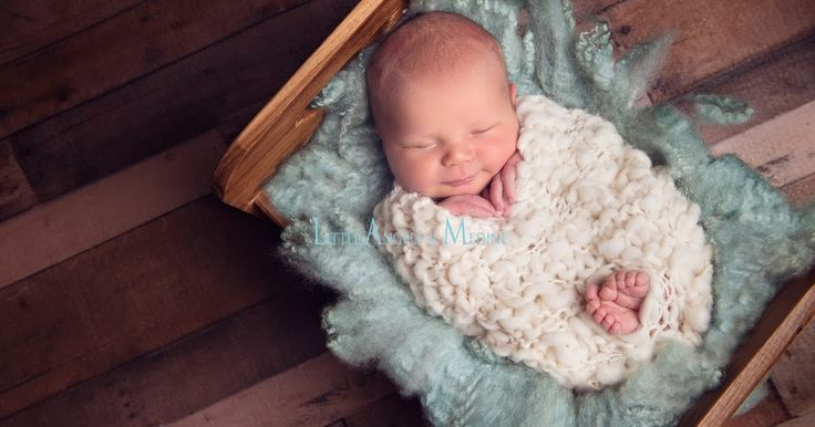 What an absolute poppet with the loveliest smile and those toes are perfection! Wonderful angles in this photograph by @littleangelsbymedine. The floor boards and bed make a stunning background, carefully softened by our felt fur and a beautifully snuggly wrap. The prop colour choices work brilliantly too, providing perfect contrast against the dark wood. Photo credit:  http://www.littleangelsbymedine.dk/ Flyffy mint fur: https://www.etsy.com/uk/shop/FeltFur