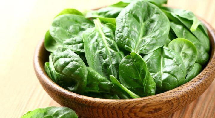 ШПИНАТ. ПОЛЬЗА И ВРЕД http://pyhtaru.blogspot.com/2017/07/blog-post_21.html  Шпинат: чем полезен и чем вреден?  Шпинат - листовой овощ. Он не хранится длительное время, быстро теряя свои витамины и полезные свойства. Польза и вред шпината давно и хорошо изученный вопрос.  Читайте еще: ================================= ПОЛЬЗА СУШЕНЫХ ФРУКТОВ http://pyhtaru.blogspot.ru/2017/07/blog-post_8.html =================================  Это растение стало известным еще в Средние Века - тогда его…
