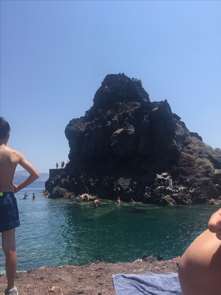 sister hood of the traveling pants rock that they jumped off of in Santorini at the point of Oía