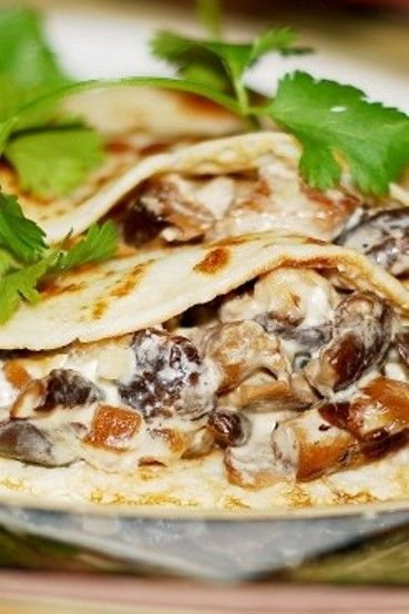 Crepes with creamy chicken and mushroom filling - step-by-step photos on how to make crepes!