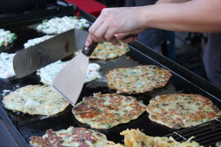 The Twilight Hawkers Market in Perth City is the perfect place for a Friday chow-down...  http://www.realmark.com.au/twilight-hawkers-market/