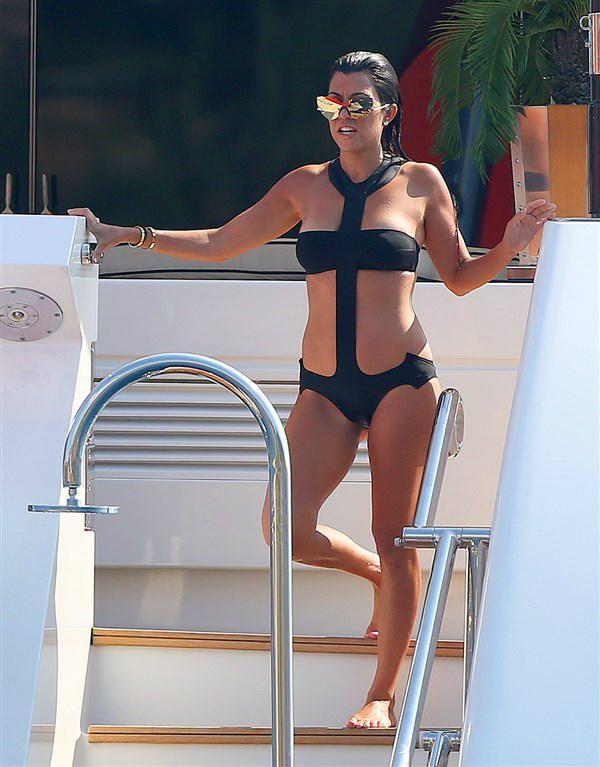 Kourtney Kardashian monokini - Celebrity beach cruising 2016