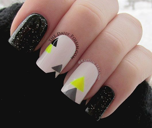 this nude black and yellow manicure is so 80s new wave! Triángulos en neon - lo ultimo en diseño de uñas!!