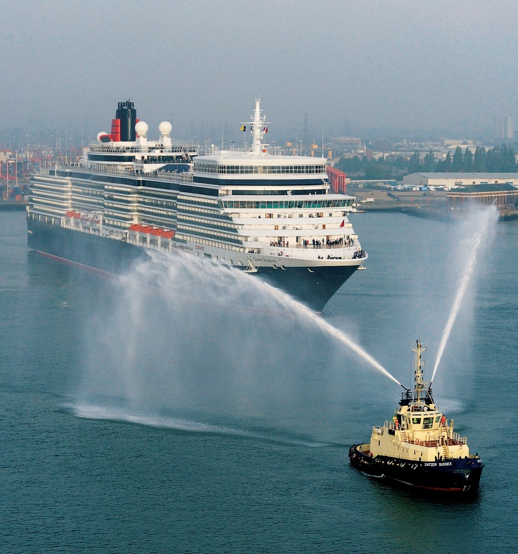 Queen Elizabeth sails into Southampton.