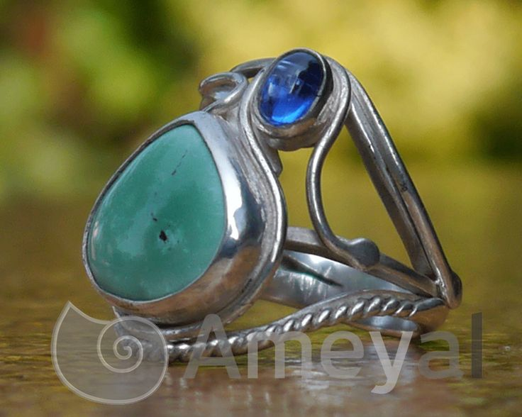 Silver ring with Saphire from Myanmar and Turquoise from Peru
