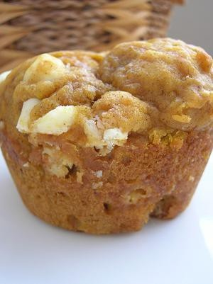 White chocolate chip pumpkin muffinsPumpkin White, Chocolates Muffins, Chocolates Pumpkin, White Chocolates Chips Recipe, White Chocolate Chips, Pumpkin Muffins, Chocolate Chip Muffins, Chips Pumpkin, Chocolates Chips Muffins