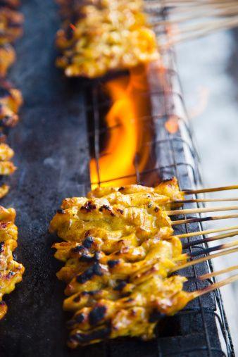 Food Stall Satay Chicken Cooking Over Hot Coals Kuching Sarawak Borneo Malaysia Stock-Foto 128079656