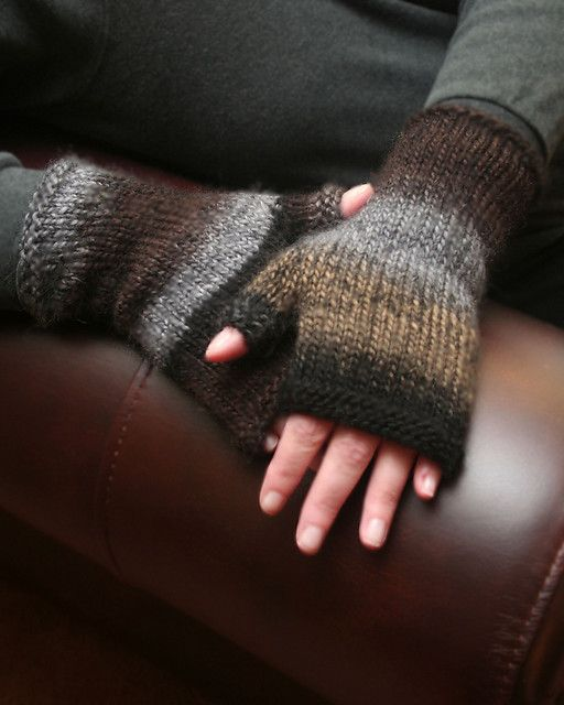 Fingerless Mittens by KnoonKnitter (free pattern)