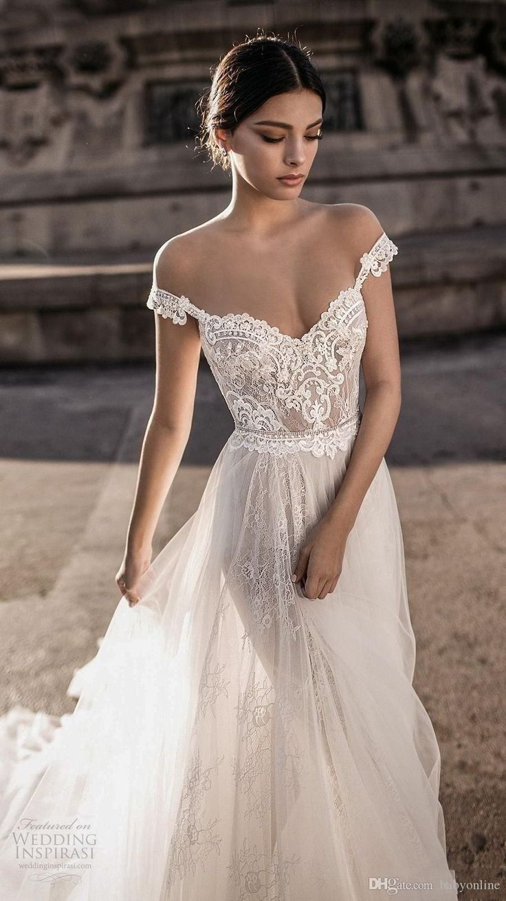 Babyonline Hot Sell Sheer Bohemian Wedding Dresses Off the Shoulder Lace Tulle Sweep Train Backless Bridal Gowns