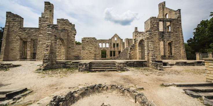 Explore the castle ruins at Missouri's Ha Ha Tonka State Park #travel #roadtrips #roadtrippers