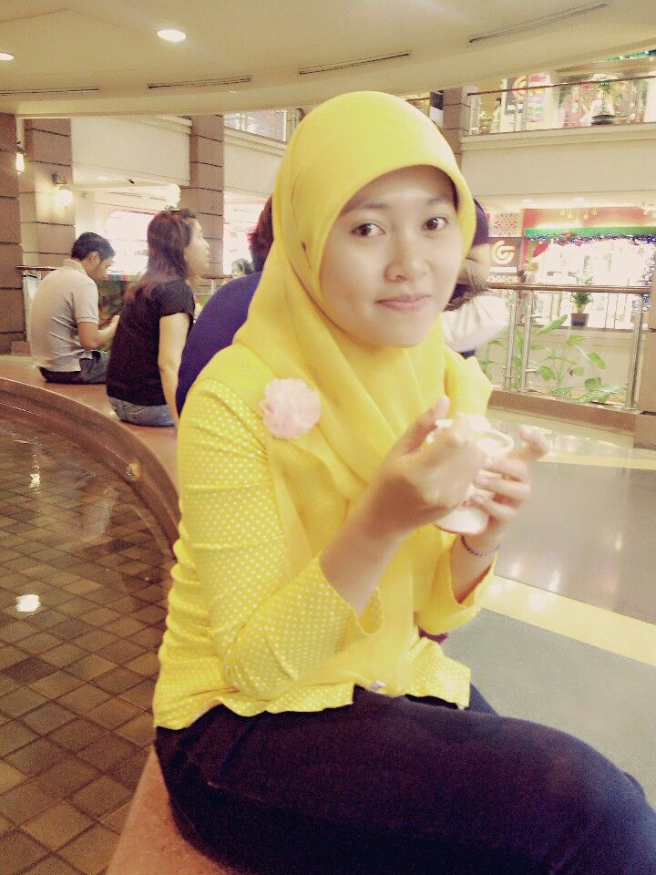 Yellow. Ice cream.