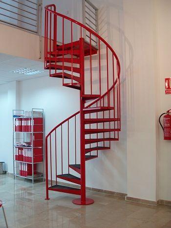 a todos nos gustara tener una en casa la escalera de caracol es un claro