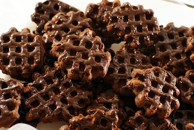 Waffle cookies - not decorated, per se, but really cool looking: Desserts, Merlin Menu, Chocolates Cookies, Waffles Irons, Recipes, Waffle Cookies, Waffles Cookies, Cocoa Powder, Chocolates Waffles