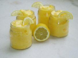 Mousse aux citrons (remplacer la gélatine par 50 g de mascarpone ou philadelphia, et mettre que 40 g de sucre)