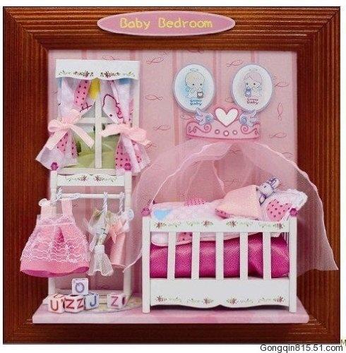 """Selbstgemachtes Geschenk: Niedliches 3D Wandbild """"Babyzimmer - Baby Bedroom"""" als DEKO-Kreativset (Bastelset) mit Kinderbett, Kleidchen, Röckchen, Kleiderständer, Fenster uvm. von Hongda, http://www.amazon.de/gp/product/B00AGK0036/ref=cm_sw_r_pi_alp_F1w3qb1Y7WC5A"""